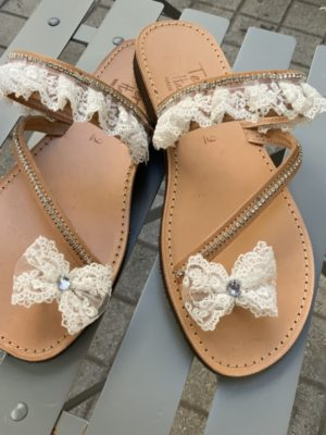 -dermatina-nufika-sandalia-nufikes-pantofles-dantela-stras-fiogkaki
