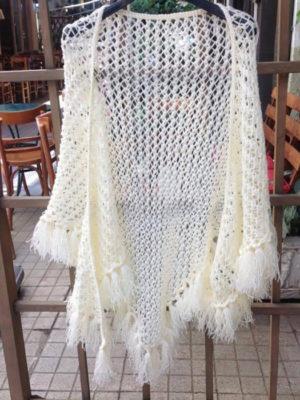 Πλεκτό χειροποίητο σάλι δίχτυ με κρόσσια