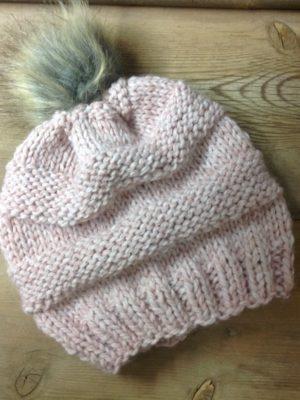 -skoufi-xeiropoihto-plekto-nude-founta-roz-pink-scarf-handmade