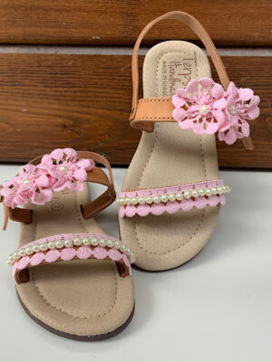Παιδικά σανδάλια με ροζ δαντέλα